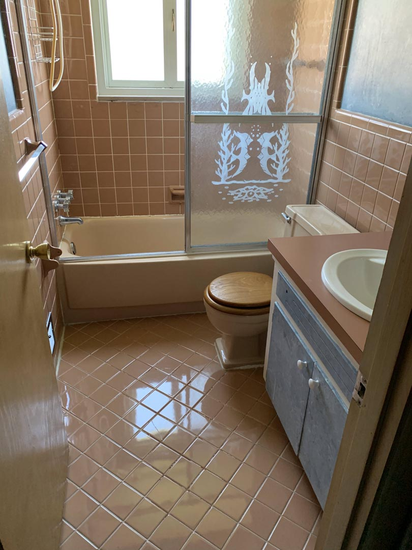 outdated-before-bathroom-Detroit-MI
