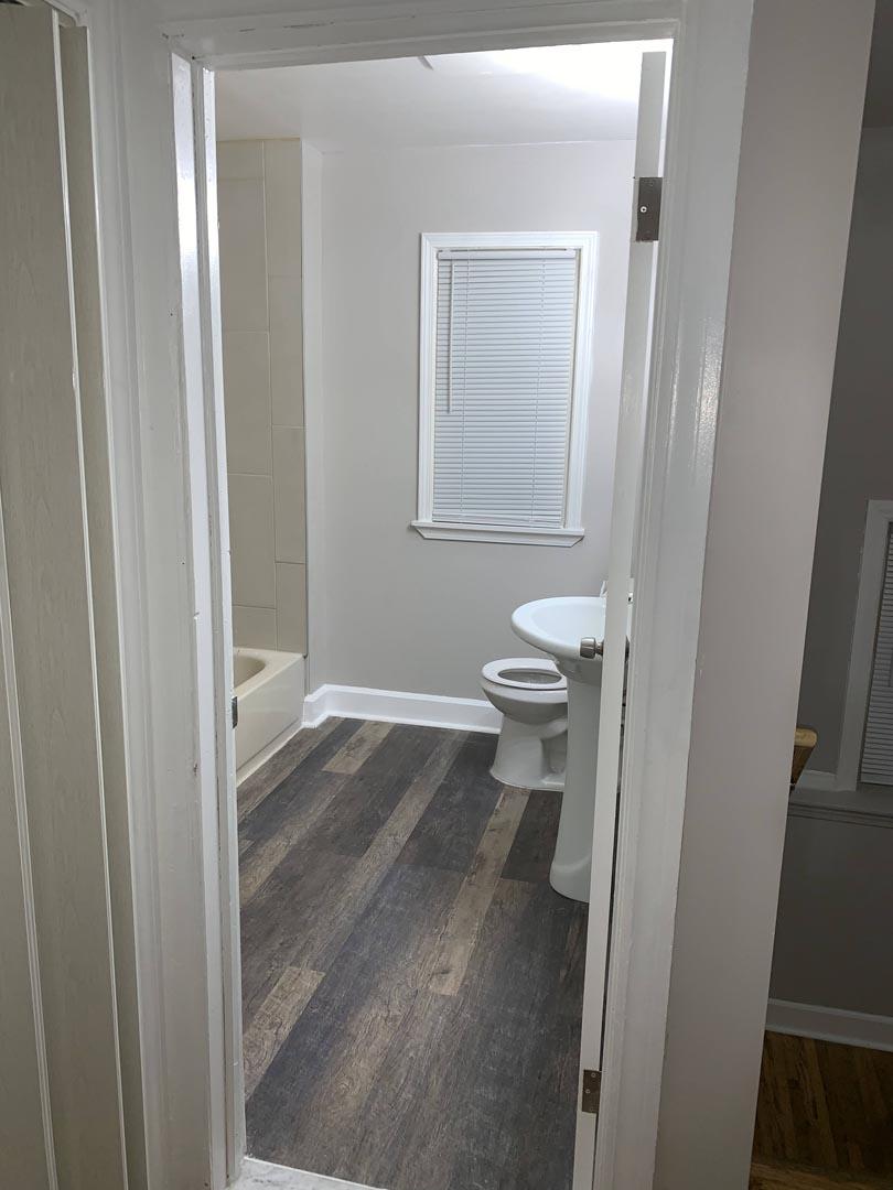 wood-flooring-bathroom-Detroit-Mi