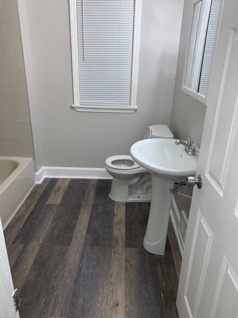 bathroom-remodel-sleek-Detroit-Mi